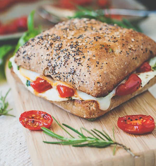 Mediterranean-Egg-White-Breakfast-Sandwich-with-Roasted-Tomatoes