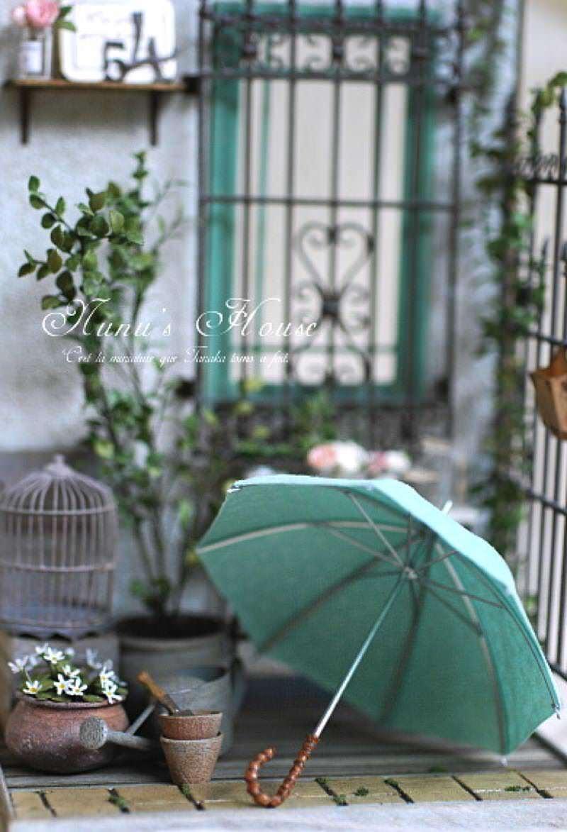 田中智さんのミニチュアアート作品 傘も手作り?