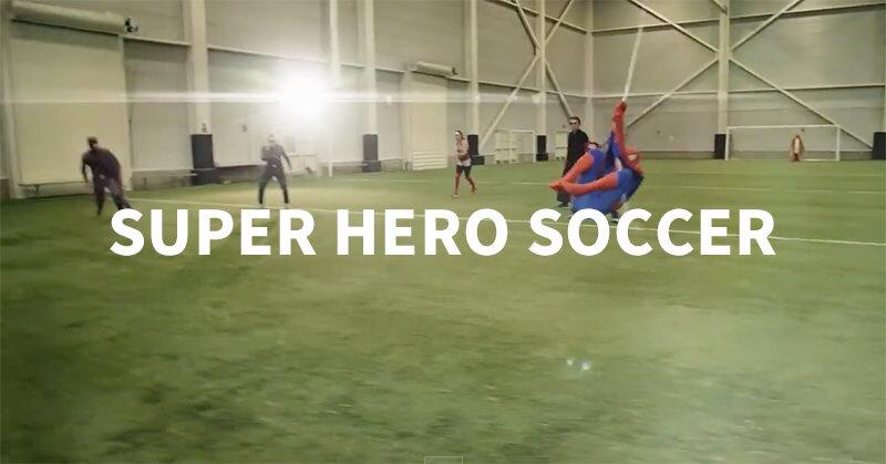 スーパーヒーロー達の技を使いまくったサッカー!