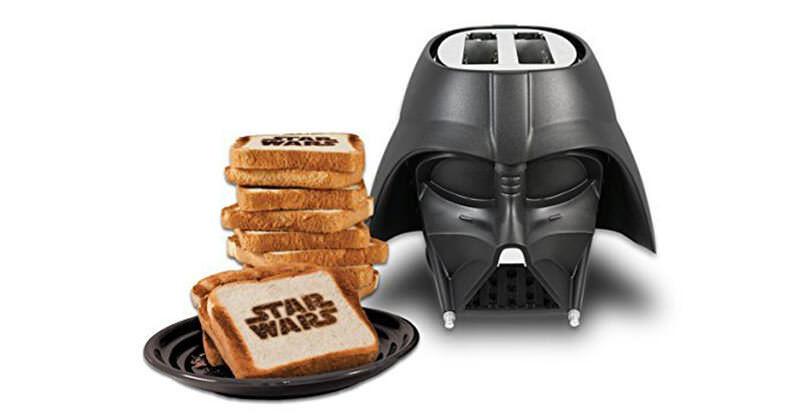 ダース・ベイダー型のトースターは「スターウォーズ」の刻印が焼ける!