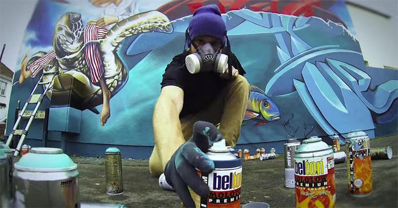 二人のアーティストにより描かれる巨大スプレー壁画