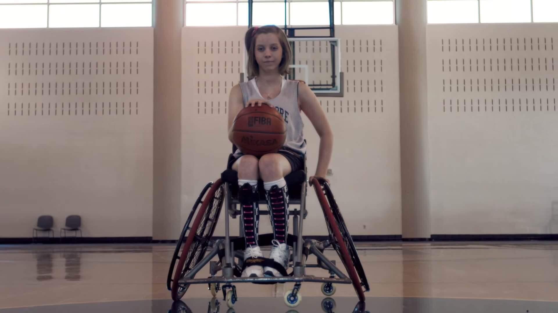 突如バレエを失った少女は、車いすバスケットボール選手として再び活動する