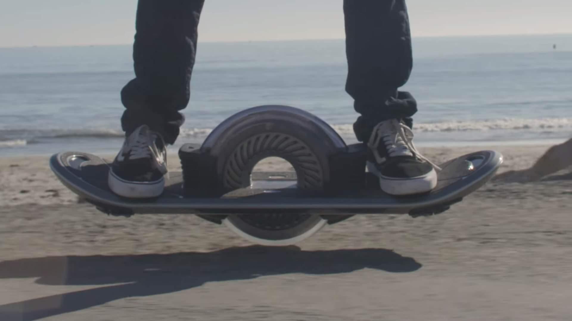 一輪で自走できるスケートボードHoverboard