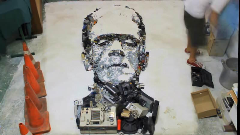 いろいろな物を集めて作られた人物肖像画:Mister C