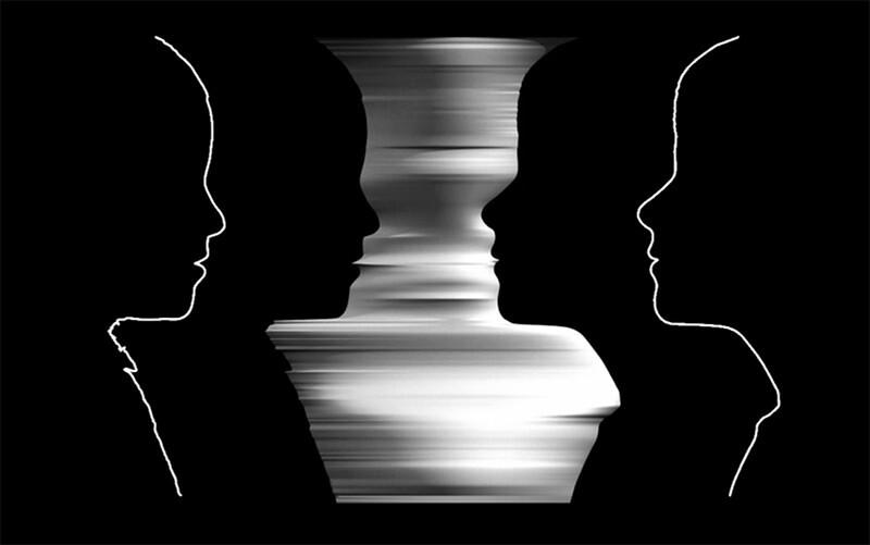 3Dプリンターで作られた二人の顔が写るルビンの壺
