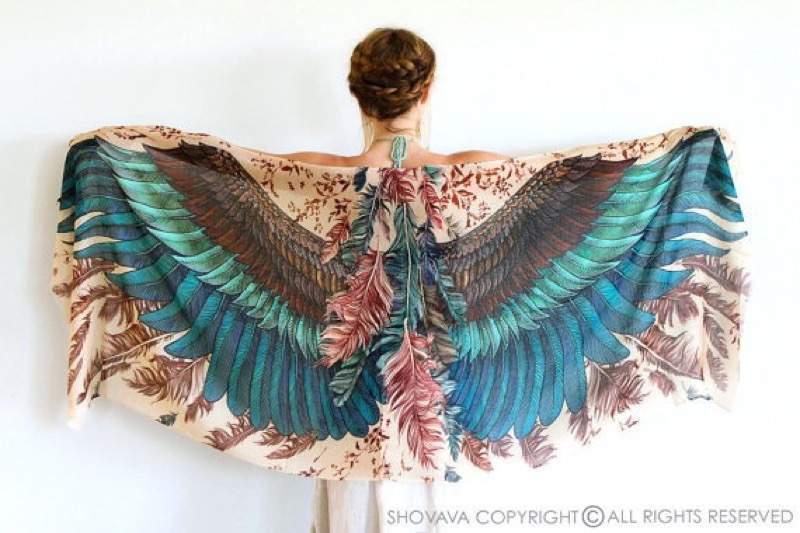 気分は巨鳥!翼をイメージしたWings scarfが美しくて素敵