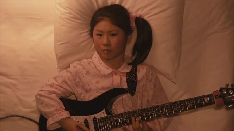 天才ギター少女Li-sa-Xが弾くメタルな子守歌が全く寝かせる気なさそう!