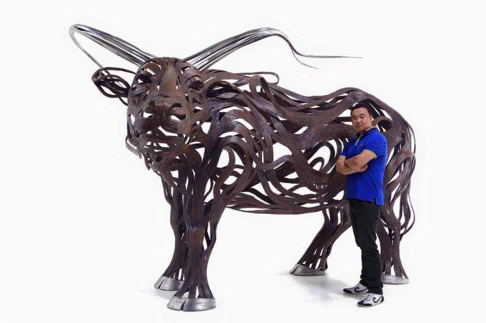 風の動きで動物を表現した彫刻作品