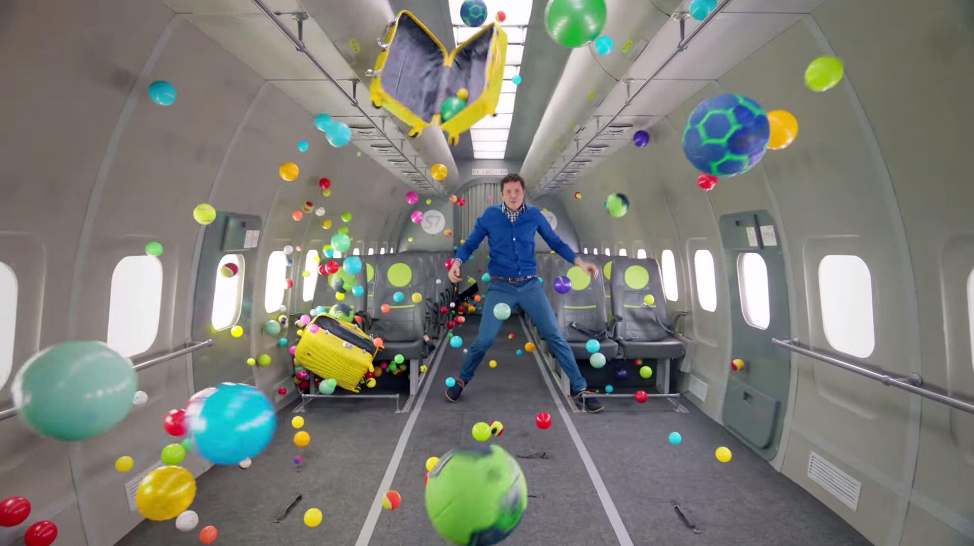 OK Goの無重力を楽しむ「Upside Down & Inside Out」のMVとその舞台裏
