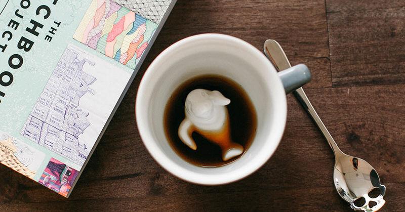 飲むと底から何か可愛いものが現われるカップ