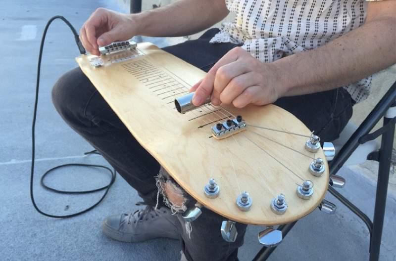 スケートボードっぽいギター:Lap Skate Guitar