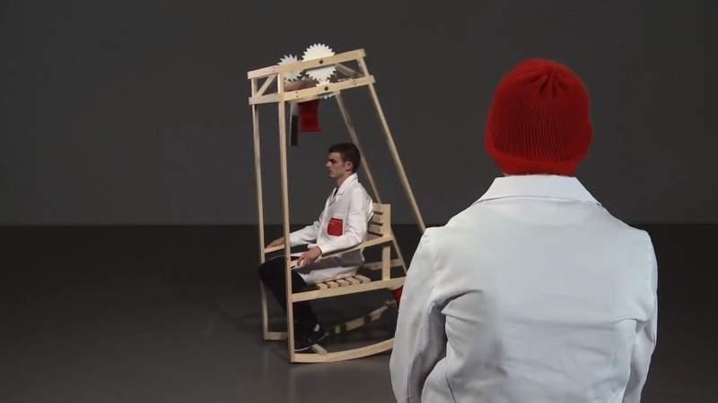 座っているだけで、ニット帽がつくられるロッキングチェア:Rocking-Knit