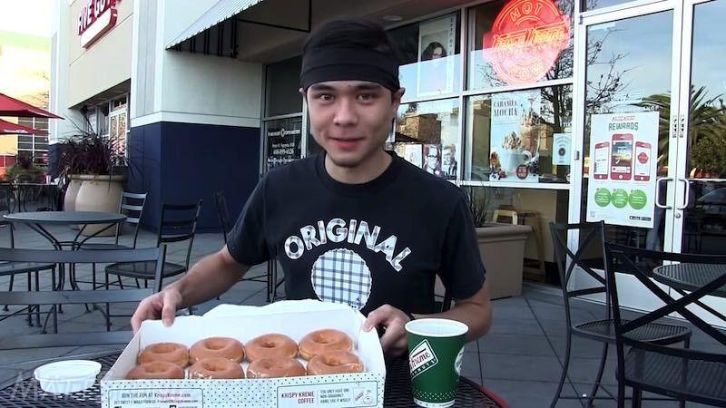 12個のドーナッツを34秒で食べる男:Matt Stonie