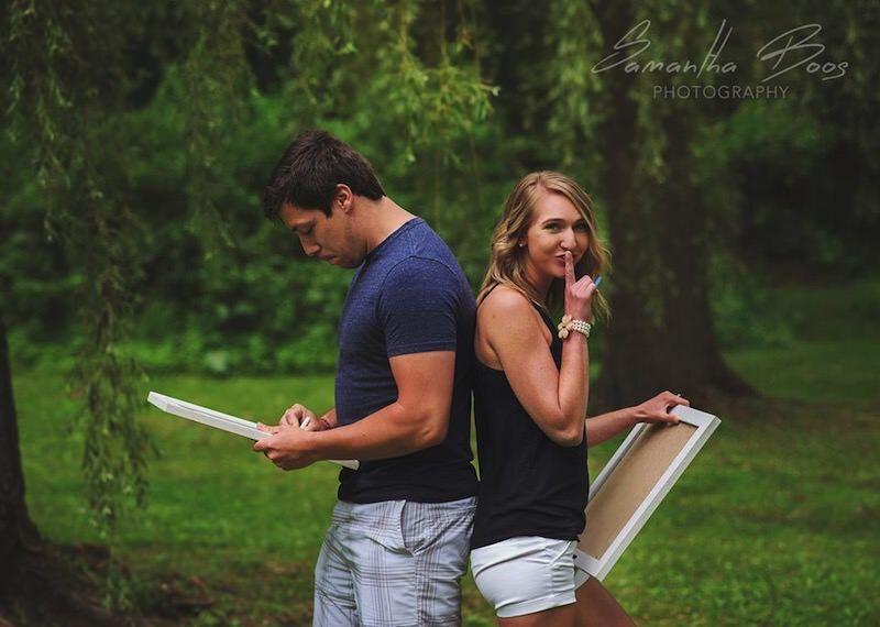 妊娠が発覚した妻、カップル写真を撮る時にサプライズで報告する