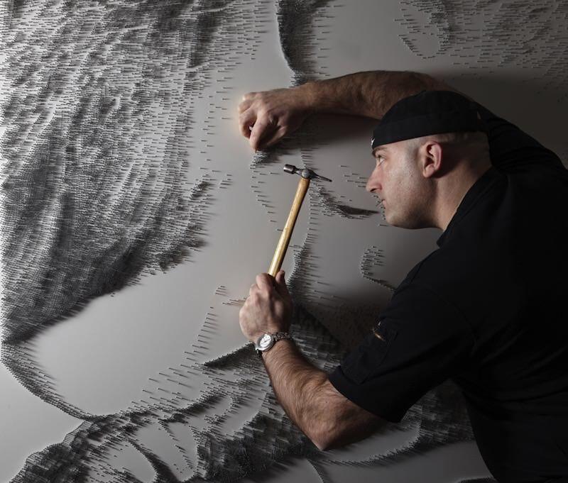 何千もの釘を使って絵を描くアート:Marcus Levine