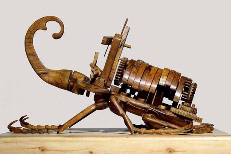 奇妙な動きをする木製の昆虫:Dedy shofianto