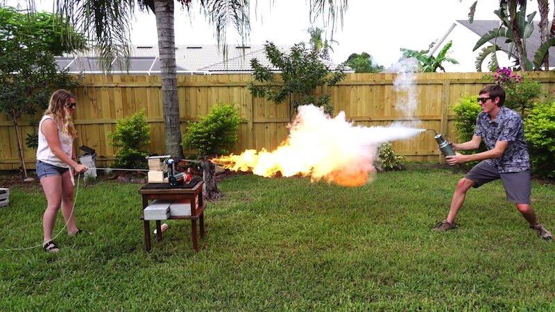液体窒素銃VS火炎放射器 勝つのはどっちだ?