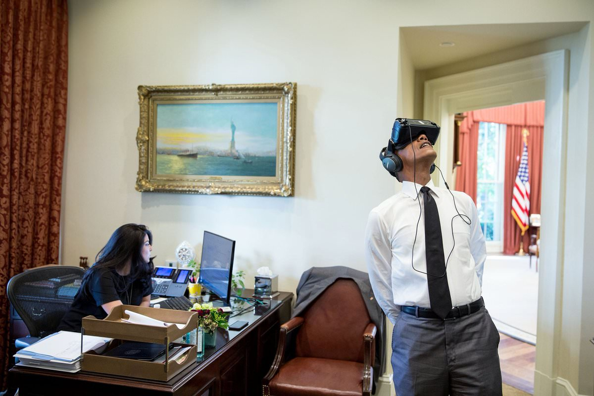 オバマ大統領、クソコラの餌食になる:PsBattle: Obama wearing a VR headset