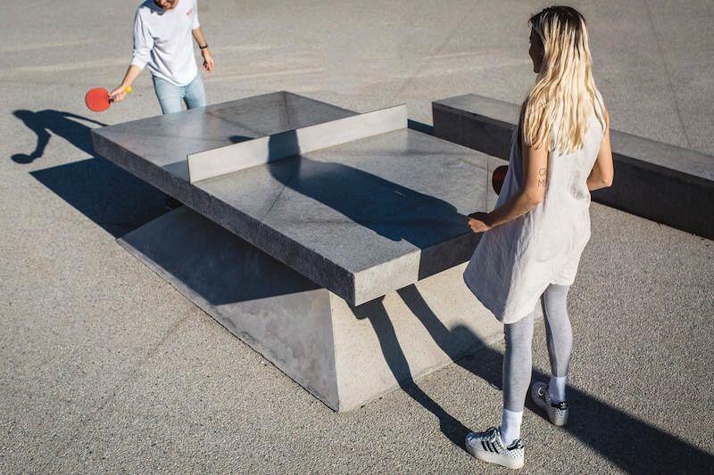 コンクリート製の卓球台、その名も「MONOLITHS」