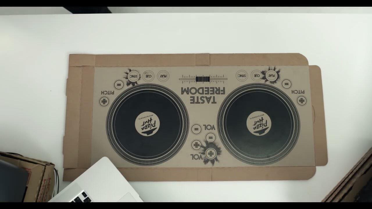 ピザハット、DJができちゃうピザの箱を導入