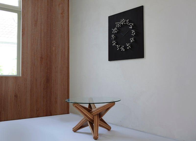 ある一定の角度からしか見えない壁掛け時計:MOCAP