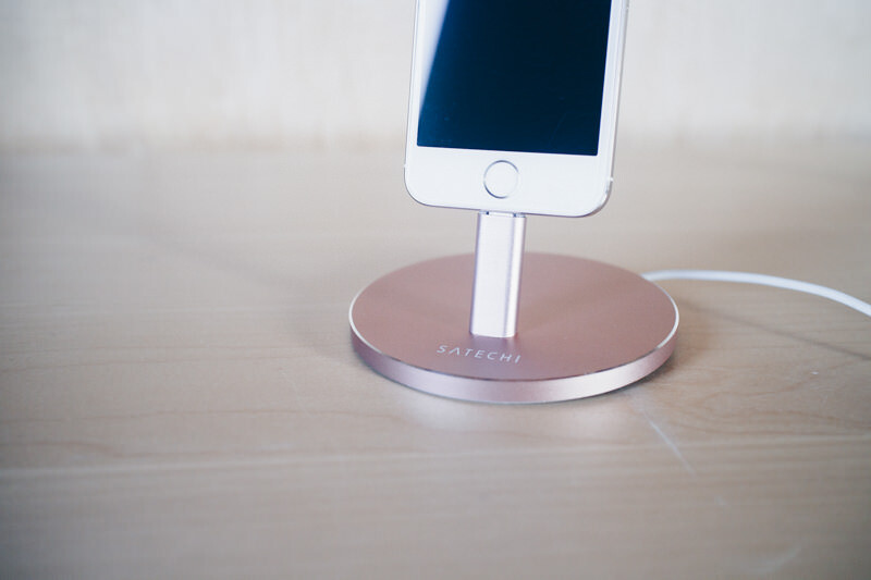Satechi iphone charge stand IMG 0502