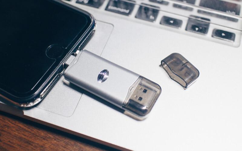 Lightning接続USBメモリ、Xcommのヤツを使ってみた!!容量問題はこれで解決できる