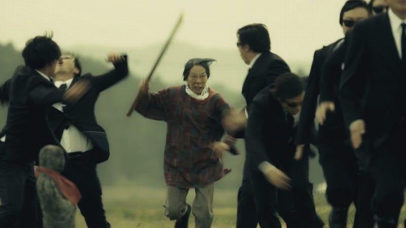 おばあちゃんが敵をバッサバッサなぎ倒す本格アクション動画「Go! Hatto 登米無双」
