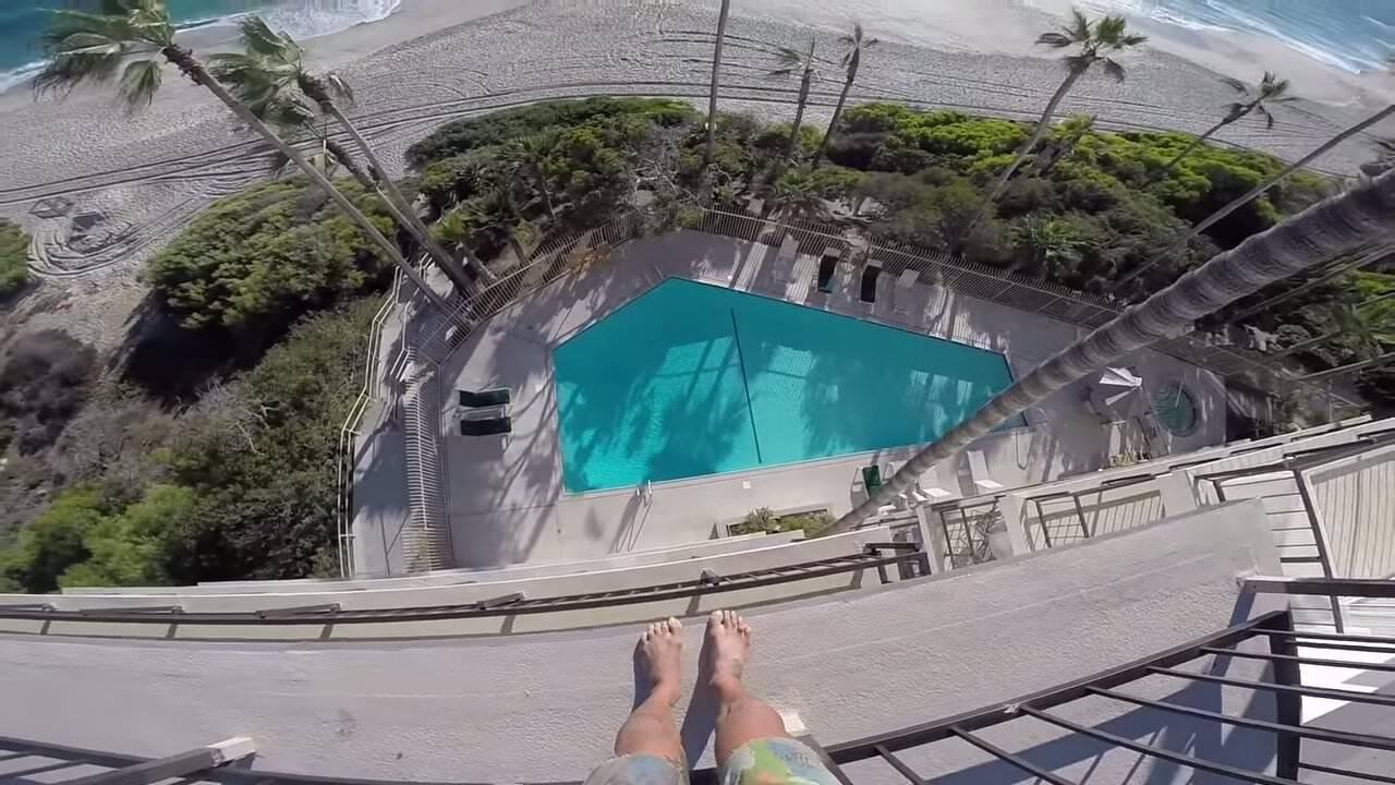 高所から水に飛び込むクレイジージャンパー:8Booth