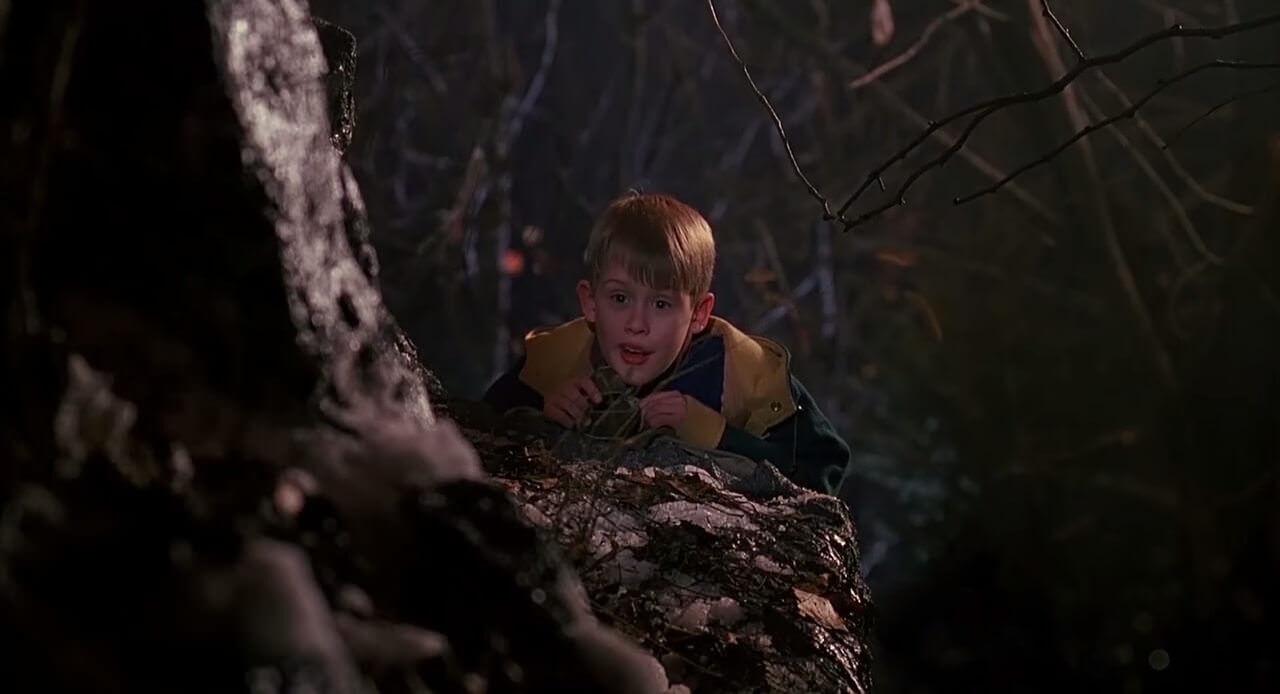 映画「ホームアローン」のシーンに血しぶきエフェクトを追加したグロすぎる映像