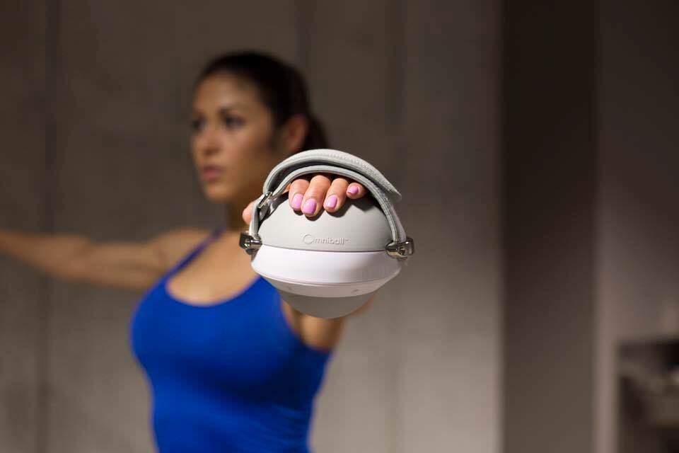 全方位に動いてワークアウトを助けるボール:OmniBall