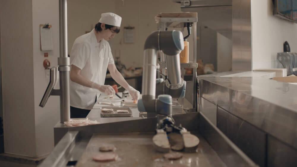ハンバーガーのパティを自動で焼いてひっくり返してくれる機械:FLIPPY