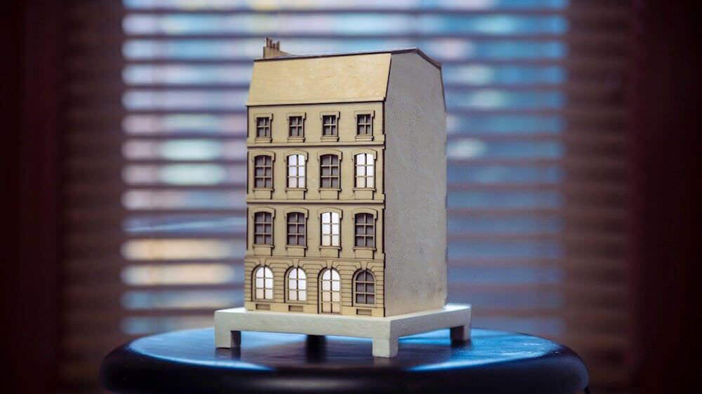 パリの建物をイメージしたバイナリークロック:The City Clock