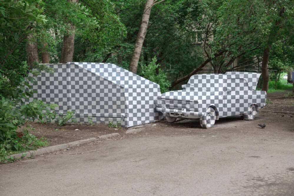 ロシアのストリートアーティスト、車の「透明化」に成功