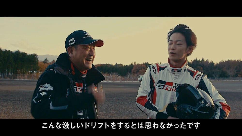 トヨタの社長によるドリフトを体験する佐藤健