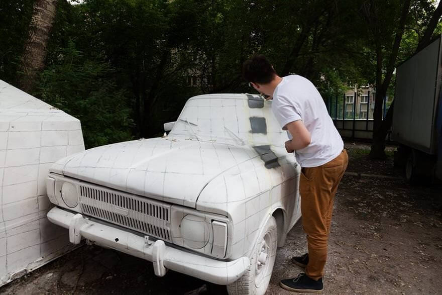 Russian street artists delete car optical illusion 5