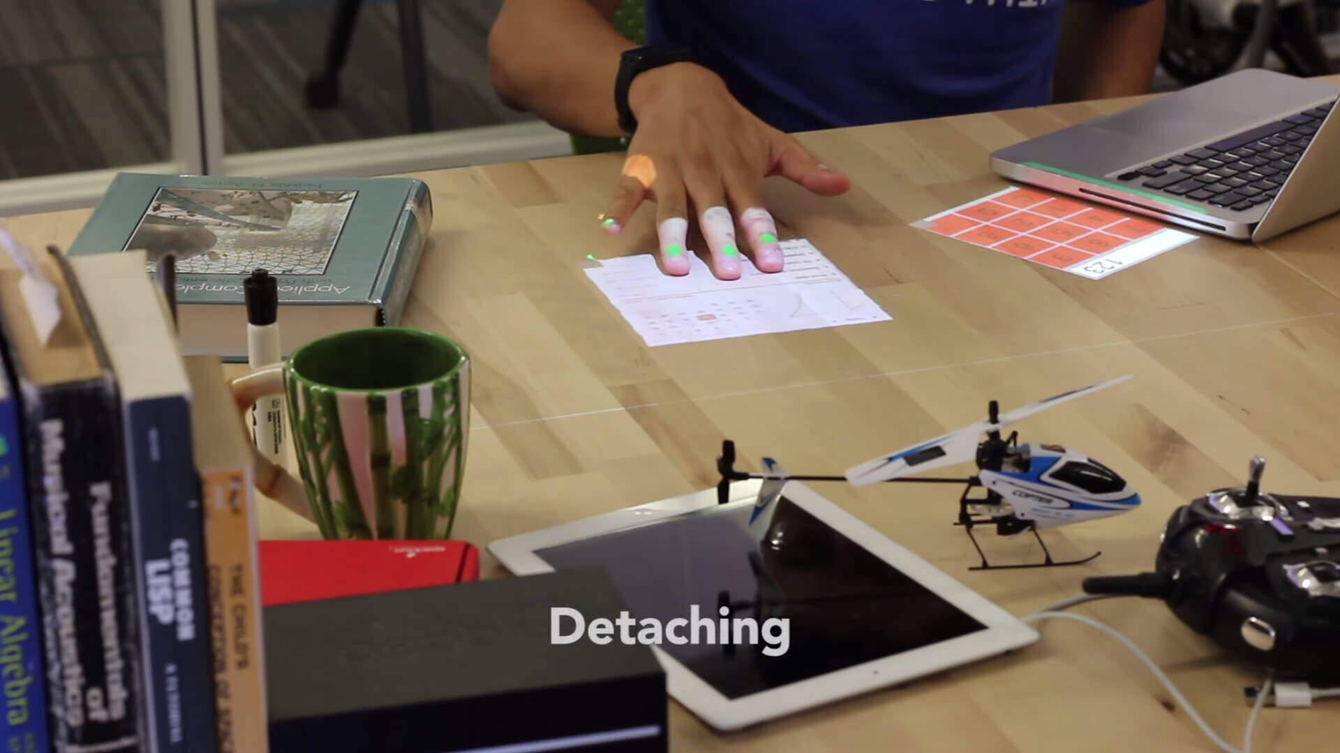 卓上に仮想的なテンキーやウインドウを投影するシステム:Desktopography