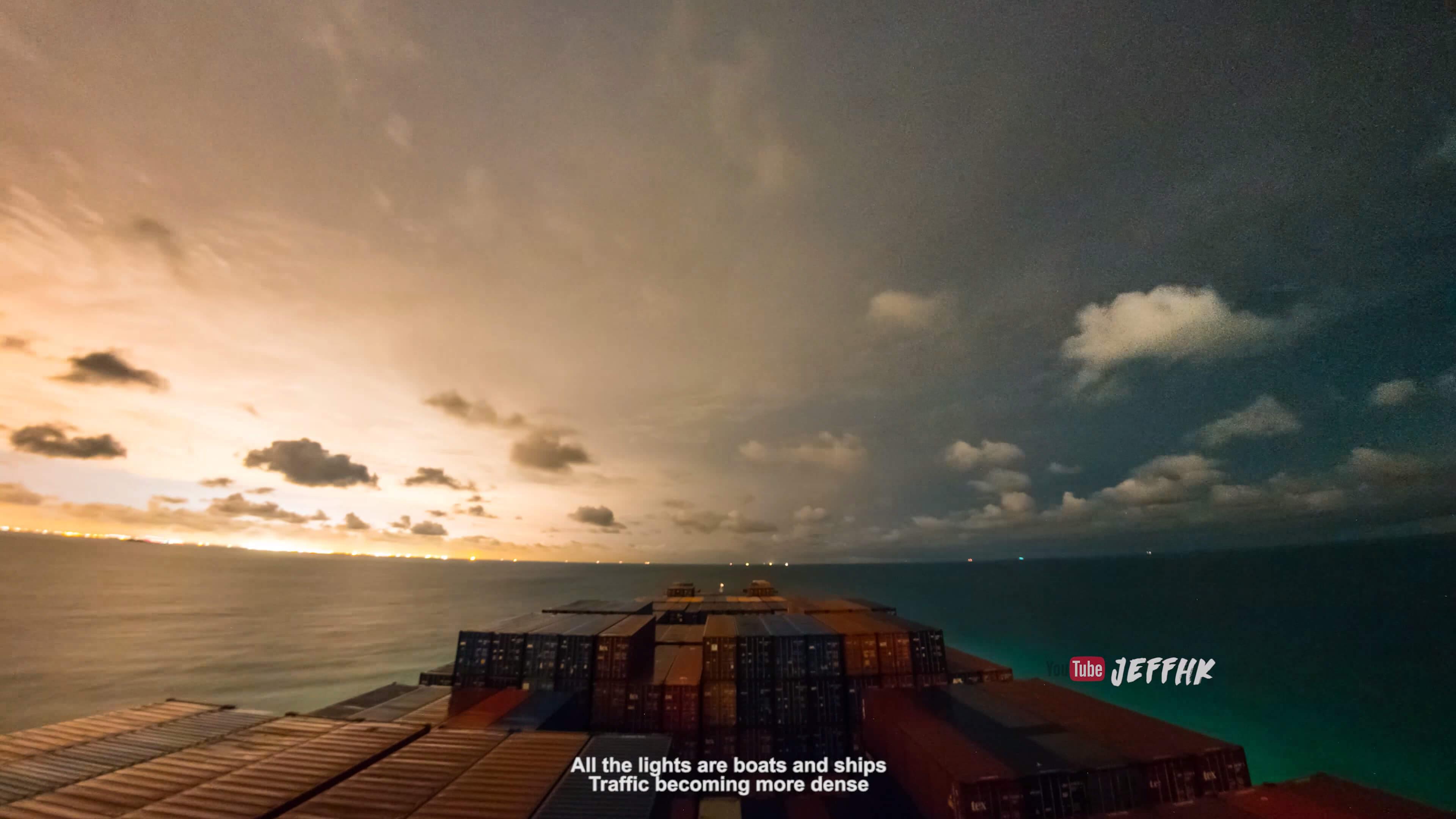 コンテナ船から見える30日を10分に収めた美しい4Kタイムラプス映像