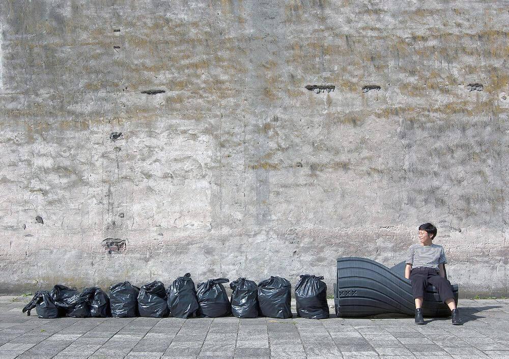 都市廃棄物からリサイクルされたベンチ