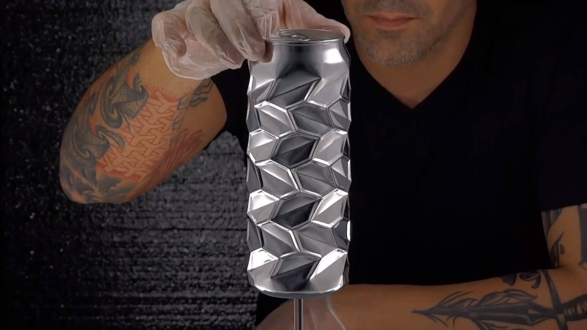 アルミ缶をアーティスティックデザインにトランスフォームさせちゃう男:Noah Deledda